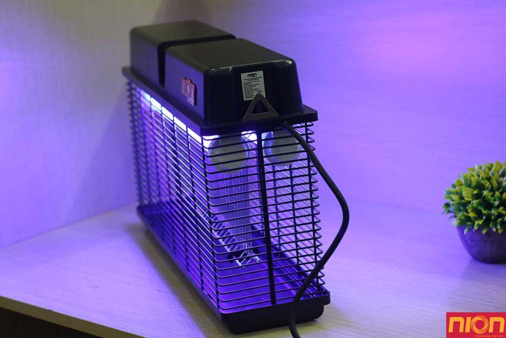 sử dụng đèn bắt muỗi để tiêu diệt côn trùng